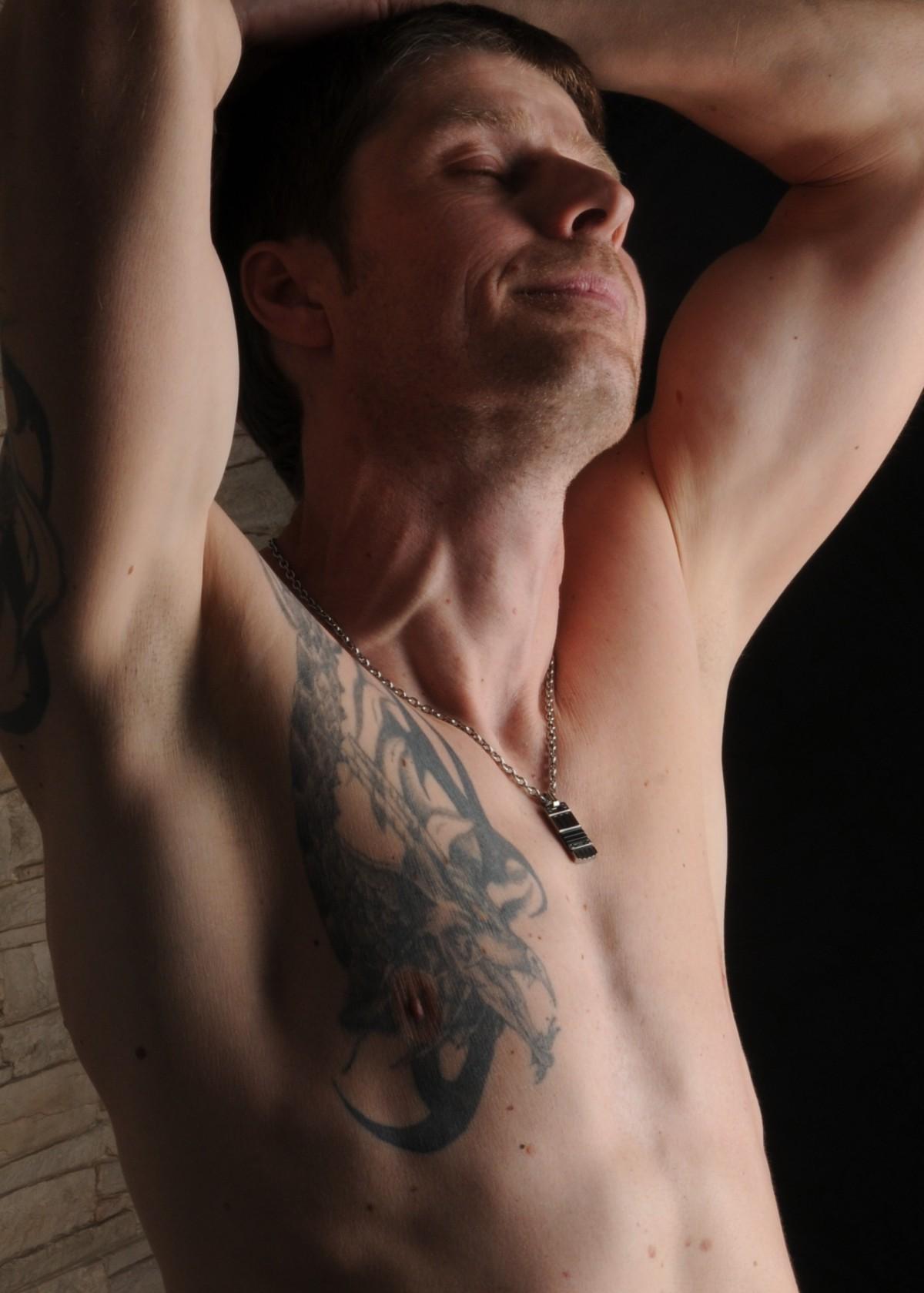 Darmowe Zdjęcia Człowiek Wytatuowany Muskularny Topless