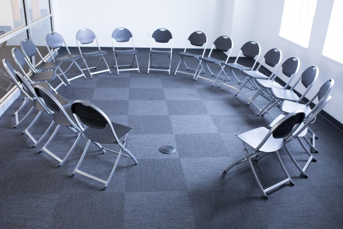 Gambar Kursi Kursi Lingkaran Support Group Pertemuan Mebel  # Muebles Tadel Grup