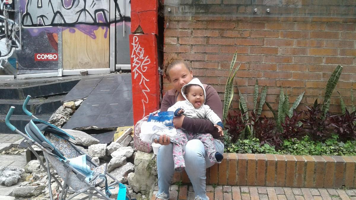 Bogotá Venezuela pobreza calle niño mujer migración venezolano limosna necesitar sin hogar informal trabajo recreación la carretera jugar niña divertido vacaciones