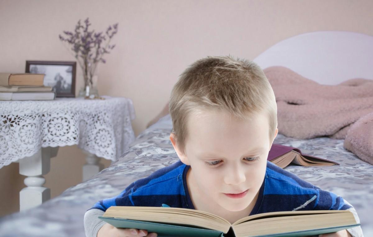 Kussen Voor Kinderen : Gratis afbeeldingen : kinderen lezen boek jongen kind student