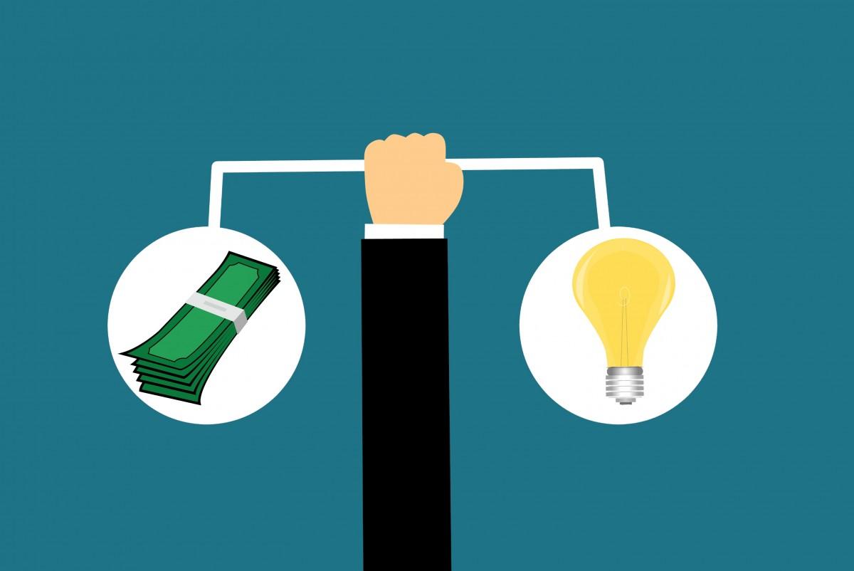 escala dinero valor equilibrar costo balancín idea innovación negocio peso comparar presupuesto comparación bulbo efectivo conocimiento empresario precio creativo creatividad educación igual medición producto texto fuente diseño gráfico logo marca Papel pintado de la computadora gráficos