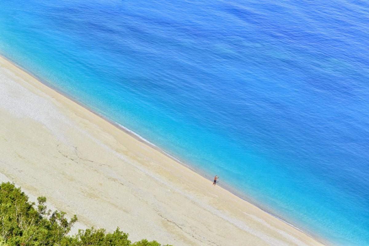 turquoise plage bleu Myrtos Kefalonie île littoral destination Grèce la nature paradis le sable mer rive été ensoleillé Touristique tropique eau blanc Azur Céphalonie exotique idyllique paysage baie Soleil plan d'eau ciel océan Reliefs côtiers et océaniques côte horizon vacances vague Caraïbes Tropiques Vague de vent