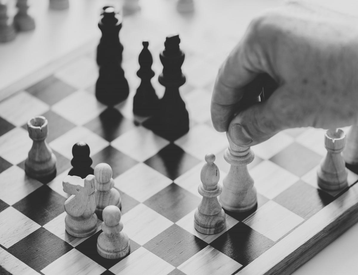 コンペ 決定 ゲーム グレースケール 手 助けて 白で隔離されている マインドゲーム マインド・ゲーム パフォーマンス 人 計画 遊ぶ 溶液 戦略 力 成功 戦術 タグ ターゲット チーム チームワーク 西洋人 白 白色の背景 屋内ゲーム、スポーツ チェス ゲーム ボードゲーム 黒と白 チェス盤 写真 モノクロ写真 モノクロ 卓球ゲーム レクリエーション