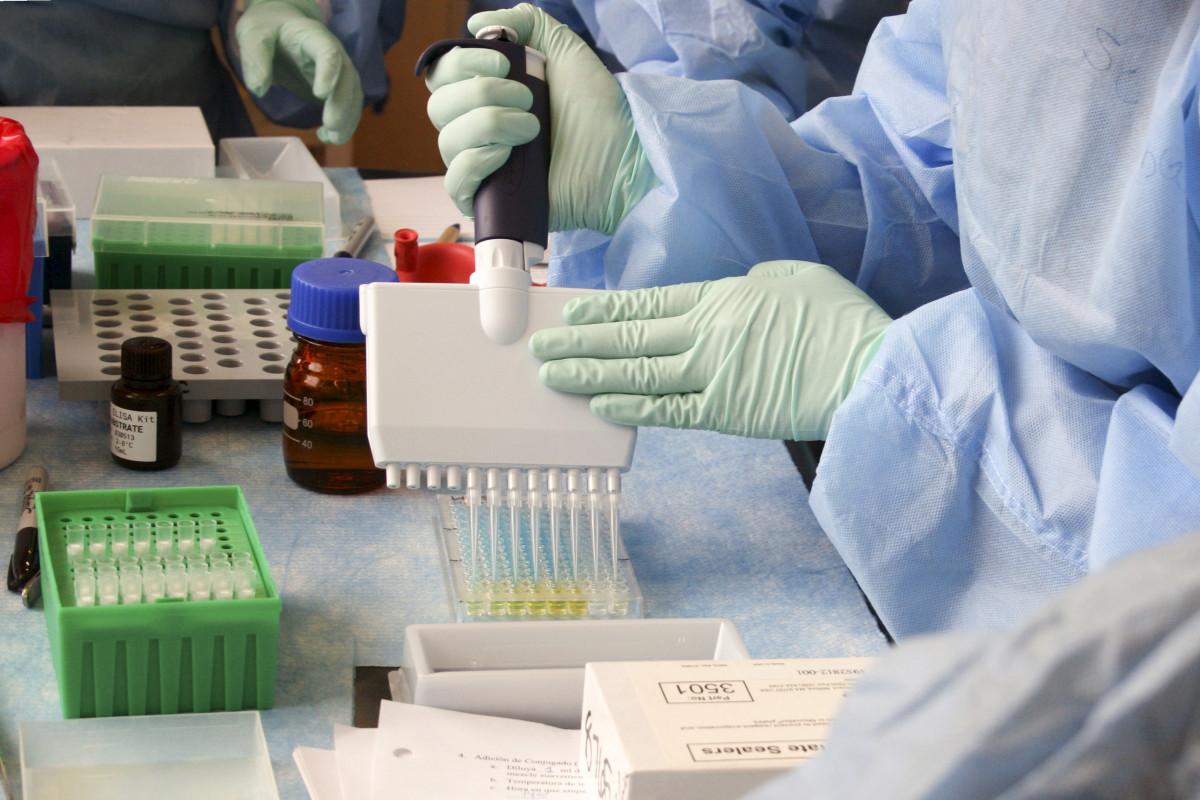 covid 19, coronavirus, covid, Zelle, pandemic, corona virus, Produkt, Labor, Chemiker, Bedienung, Wissenschaft, Forschung, Laborausrüstung, Chemie, Apotheke