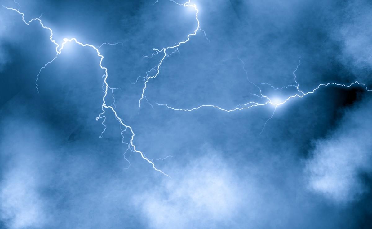 ライトニング, 雷雨, 天気, 空, 夜, 前進, 雲, 自然, 嵐, 電気, 光, 嵐の雲, ダーク, 高電圧, 脅かす, エネルギー, 夜の雷雨, 危険な, サンダー, 大気, 稲妻よこ糸, 自然の力, ライト, 雲, 雰囲気, 昼間, 白, 点灯, 卵丘, 大気現象, 水, ライン, 木, 電気青, 風, 風景, スペース, 気象現象, 闇, イブニング, 真夜中, シティ, 地平線