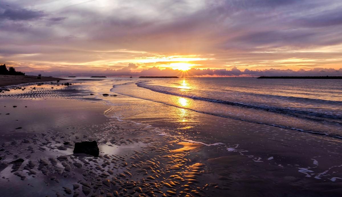 見る, 空, 水域, 地平線, 海, 日没, 海洋, 日の出, イブニング, 反射, 海岸, 海岸, 残光, 水, 夕暮れ, 自然の風景, 朝, 雲, 太陽, 落ち着いた, ビーチ, 波, マッドフラット, 潮, 夜明け, 雰囲気, 太陽光, 風の波, 音, 沿岸および海洋の地形, 朝は赤い空, 風景, 湾, 入口, 砂