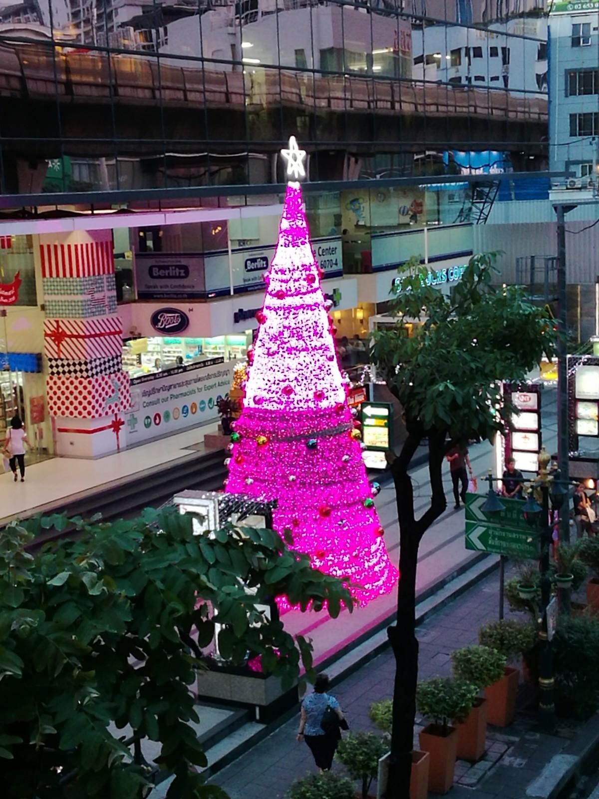 Vaaleanpunainen Joulukuusi
