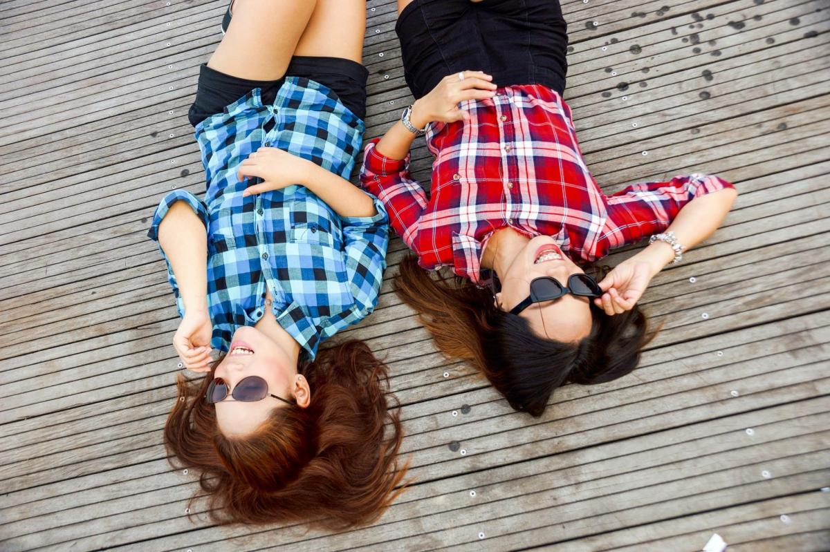 Fotos gratis : morena, ropa, Moda, amigos, amistad, chicas, Modelos ...