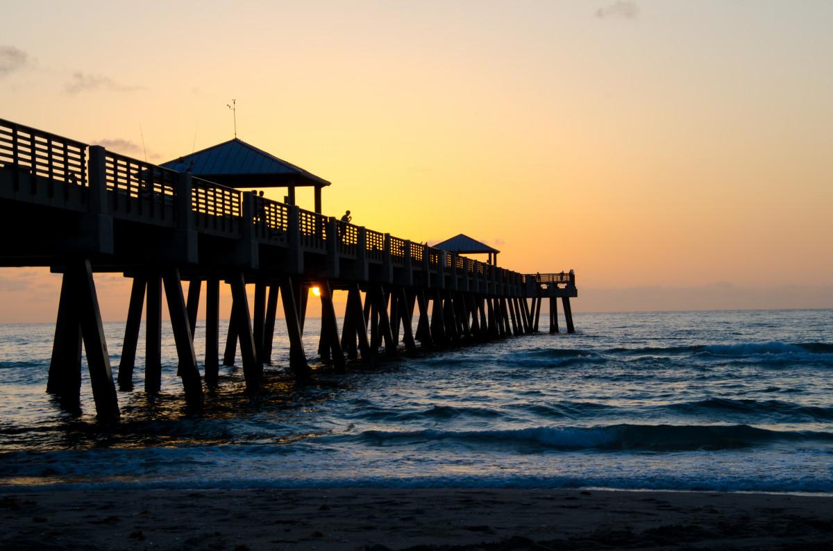 Free images juno pier florida pier sunrise ocean for Juno pier fishing report