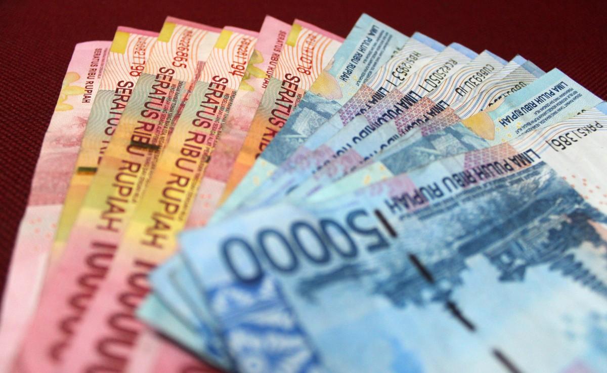 uang Indonesia rupiah merah biru ekonomi keuangan gaji kas mata uang uang kertas produk penghematan Money changer fon