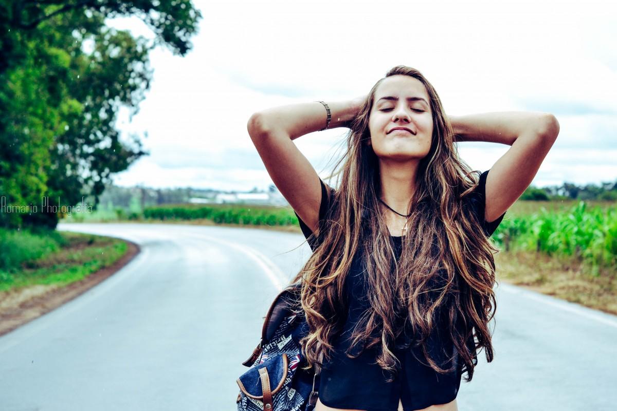 fotografía niña belleza pelo largo Cabello negro Sesión de fotos divertido sonreír guay felicidad árbol Pelo castaño