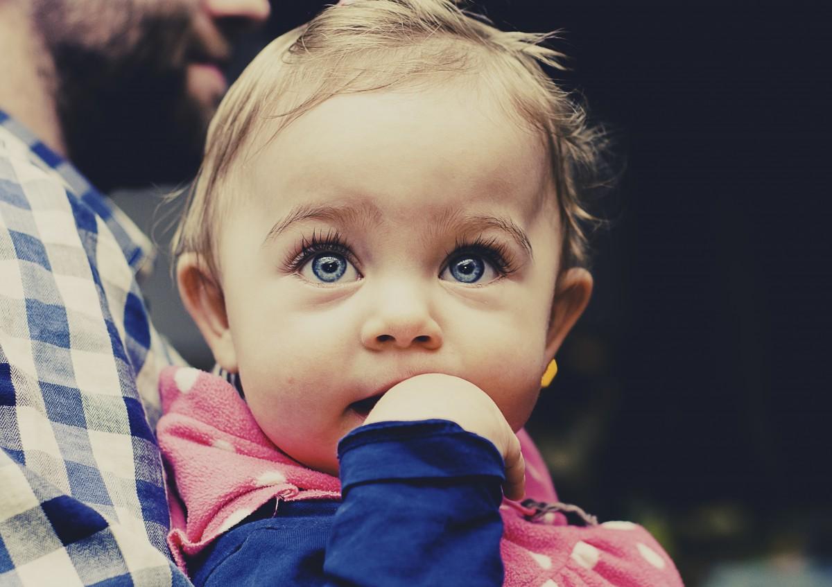 https://c.pxhere.com/photos/00/5e/baby_child_toddler_looking_girl_childhood_caucasian_eyes-851236.jpg!d