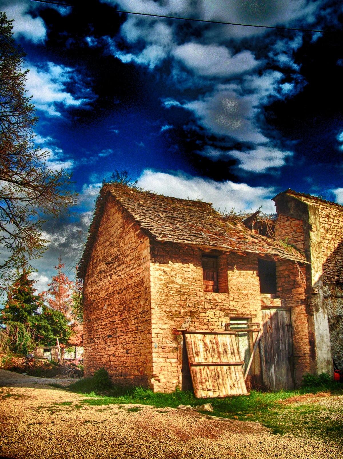 Immagini belle villaggio tramonto fienile albero for Fienile casa piani casa