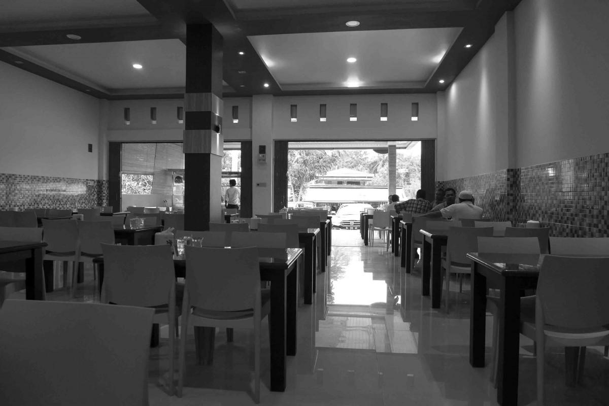 Fotos gratis persona cafeter a en blanco y negro for Estudiar diseno de interiores online gratis