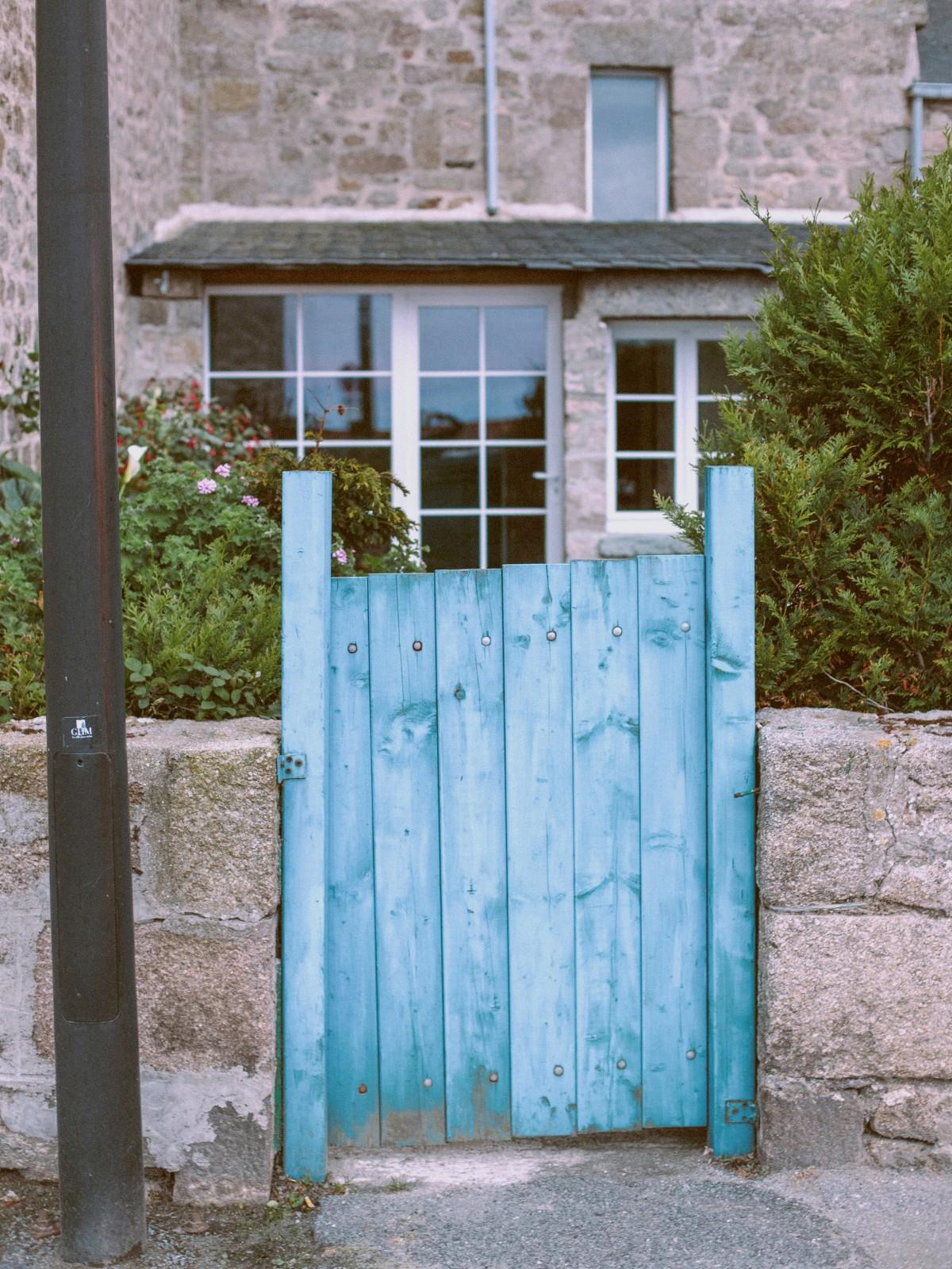 Images gratuites bois rue cru maison ville vieux for Fenetre pour cabanon
