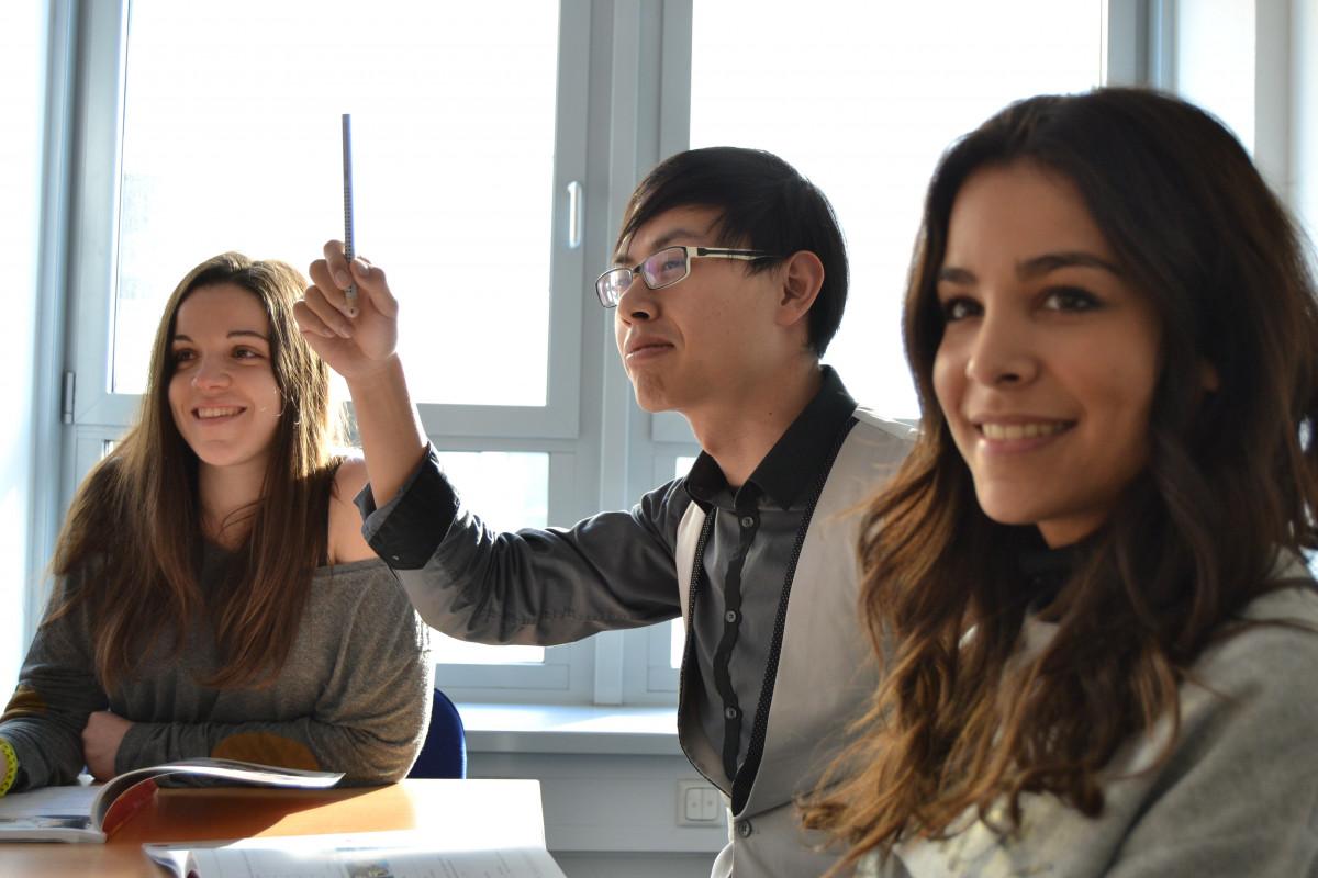 Kostenlose foto : Schreiben, Person, Schüler, Bildung, Studenten ...
