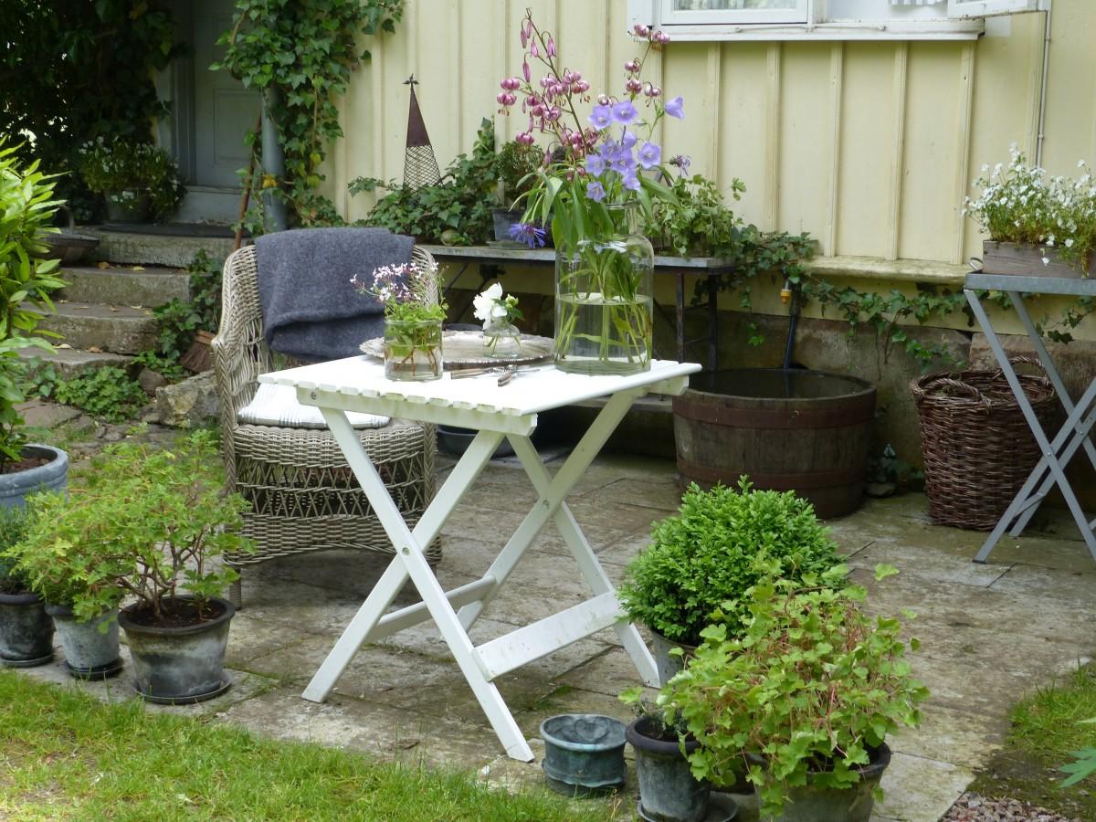 Fotos gratis mesa blanco calle vendimia silla for Piani di casa patio gratuito