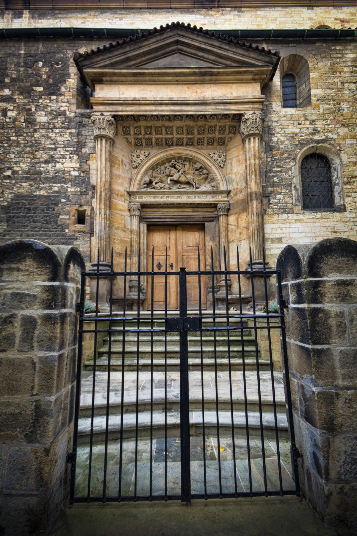 Images Gratuites : architecture, bois, fenêtre, cambre, façade, chapelle, Prague, synagogue