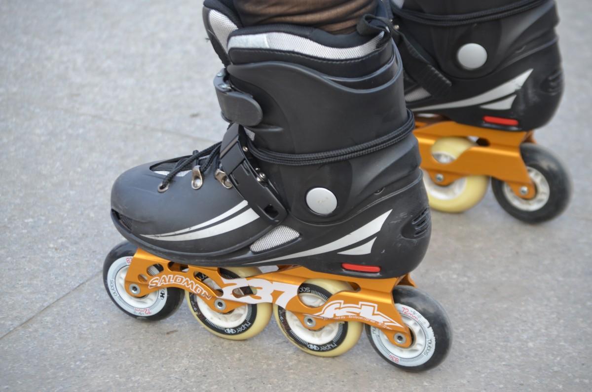 Images gratuites chaussure sport quipement sportif patin roues align es patins - Patin antiderapant chaussure ...