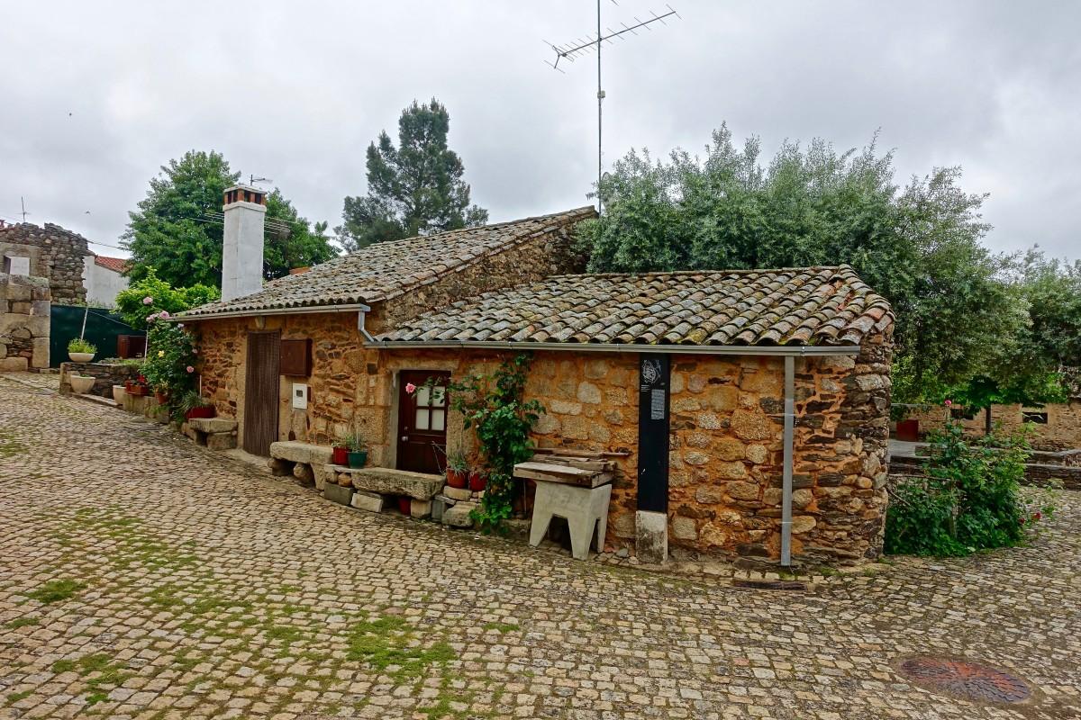 Fotos gratis granja piedra choza pueblo suburbio propiedad casa de campo inmuebles - Modelos de casas de piedra ...