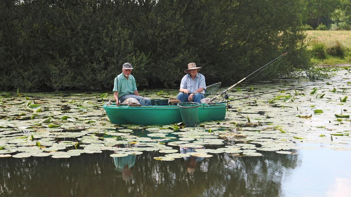 Free images lake canoe pond france paddle vehicle for Paddle boat fishing