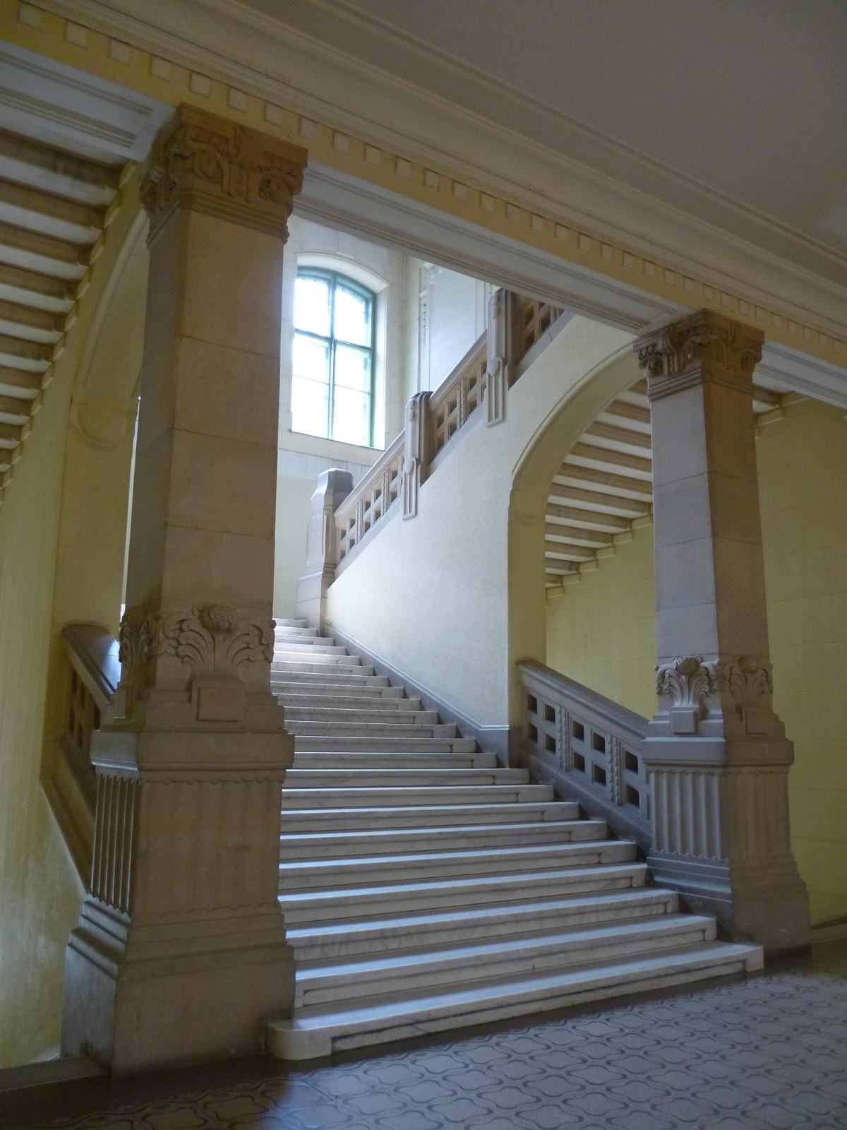 Fotos gratis arquitectura estructura madera escalera for Arquitectura de interiores universidades
