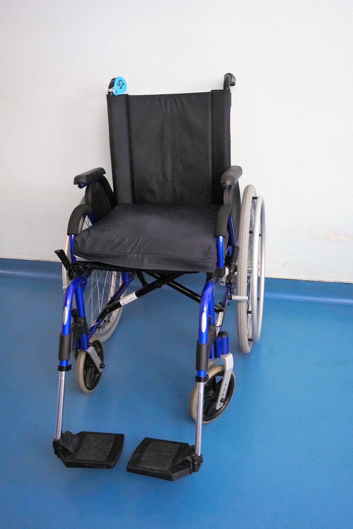 images gratuites chaise transport meubles sant produit fauteuil roulant handicap. Black Bedroom Furniture Sets. Home Design Ideas