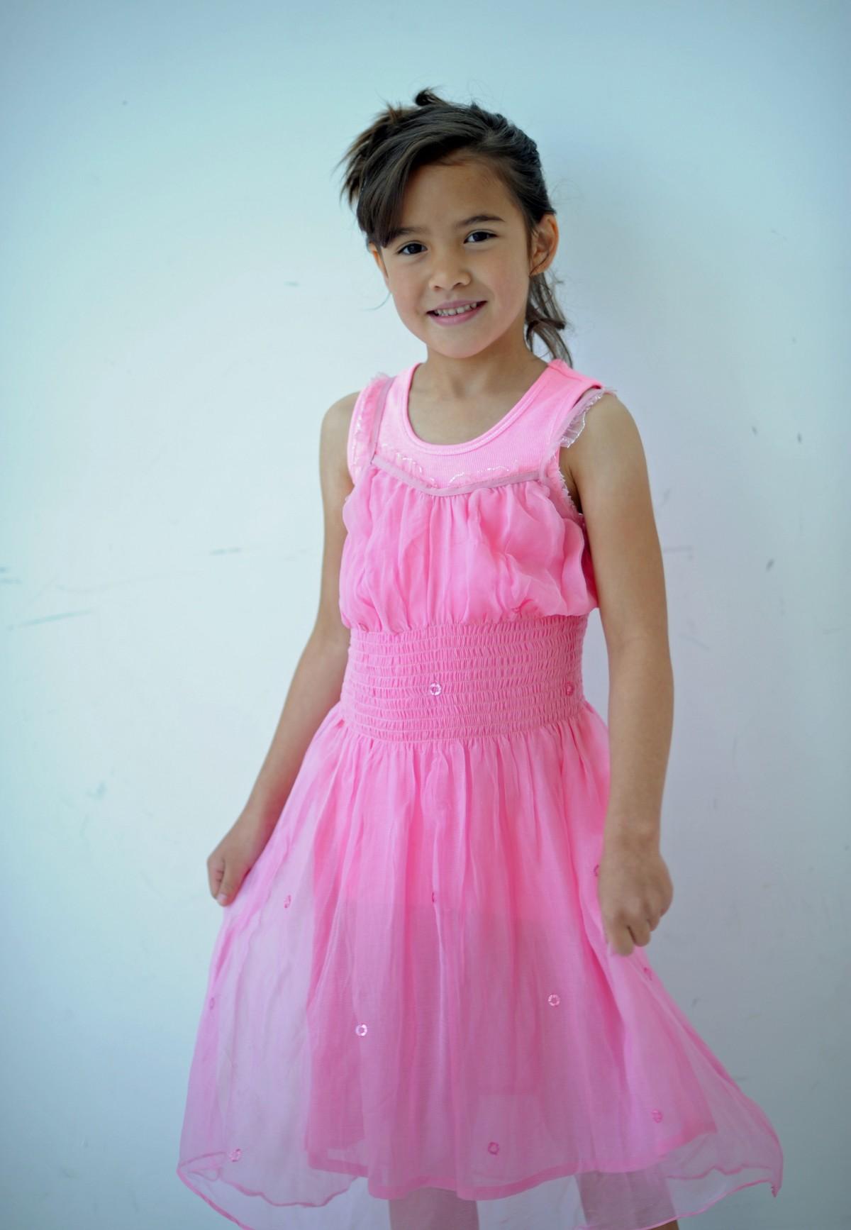 Fotos gratis : niña, el maletero, celebracion, pierna, ropa, rosado ...