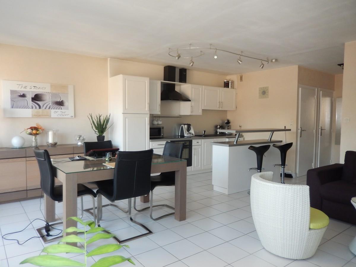 Free images home loft property living room apartment interior design stay condominium - Moderne appartement decoratie ...