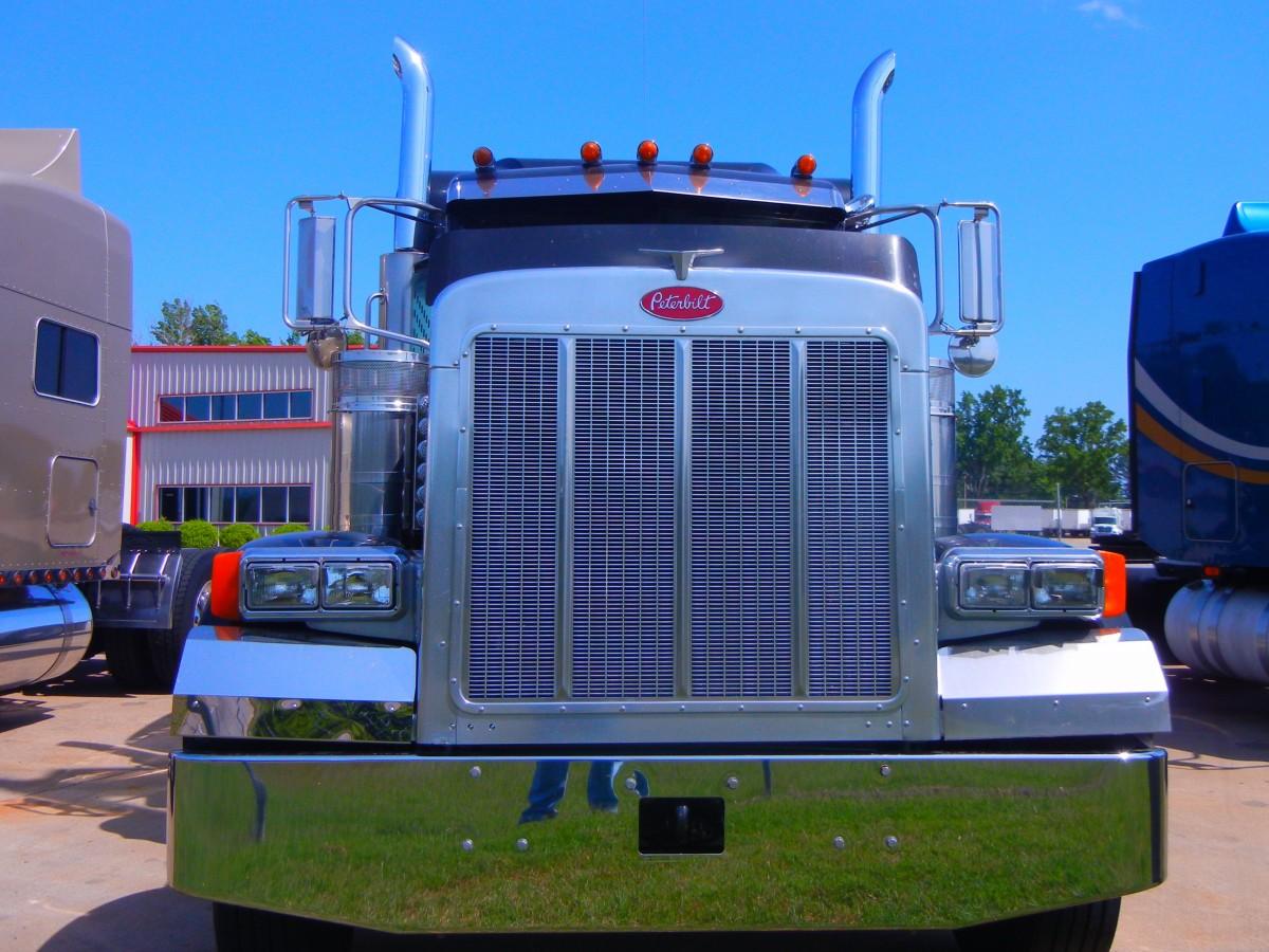 tractor enviar asfalto taxi transporte transporte camión vehículo industrial industria carga transportación diesel comercial grande cargador pesado portador entrega interestatal semi camionaje recorrido aparejo Dieciocho Camionero Policía de dieciocho transportista rodador