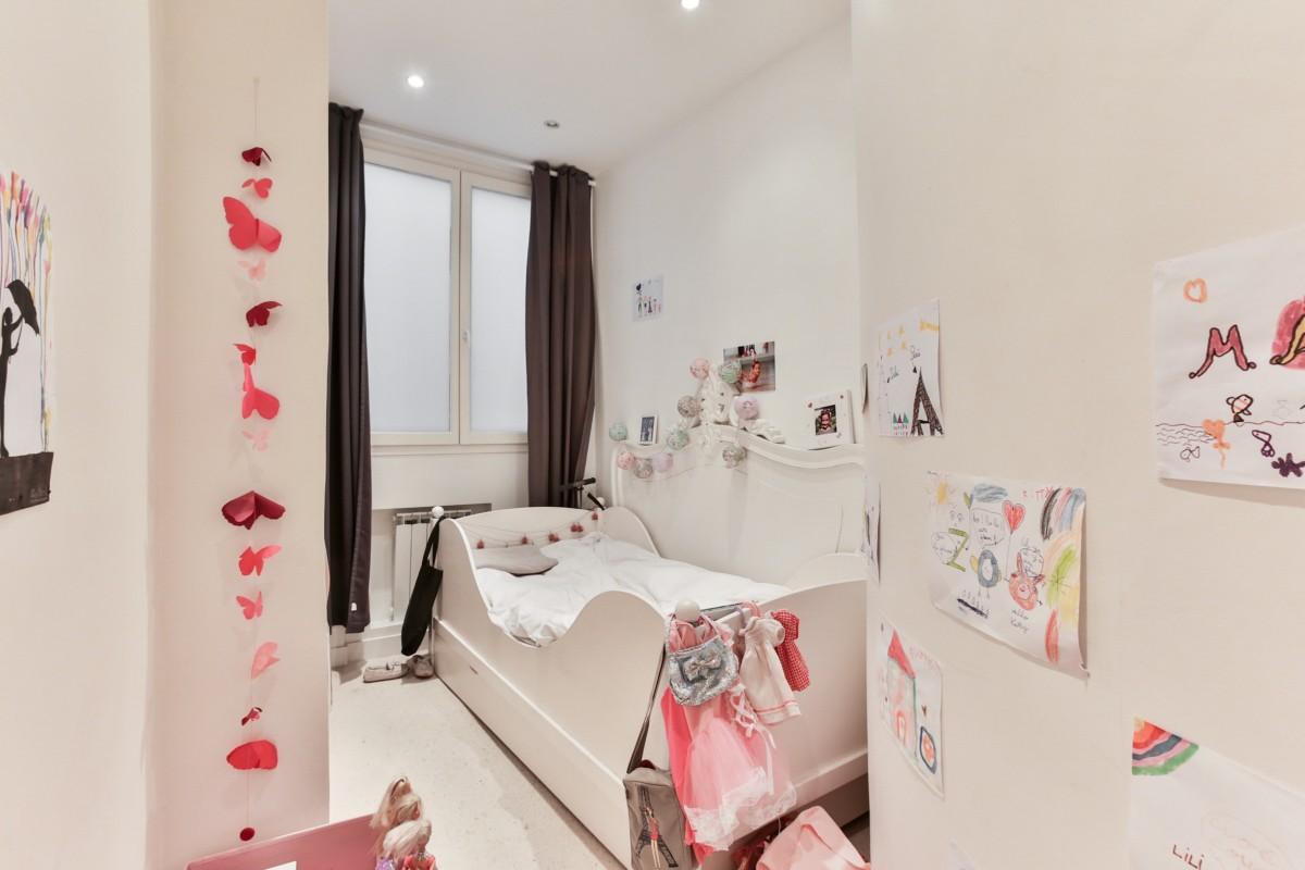 chambre rose appartement Design d'intérieur conception garderie murs blancs chambre de bébé Chambre fille Décoration d'enfant