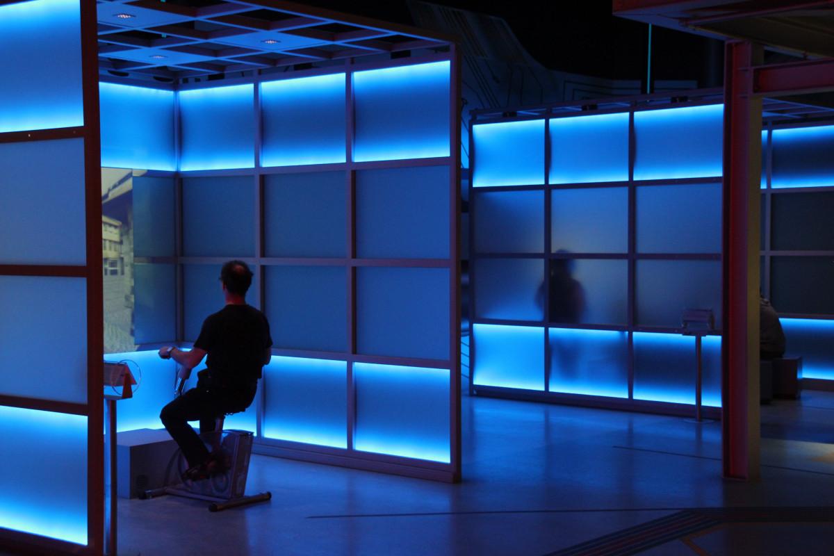 images gratuites architecture verre r flexion couleur espace bleu clairage design d. Black Bedroom Furniture Sets. Home Design Ideas