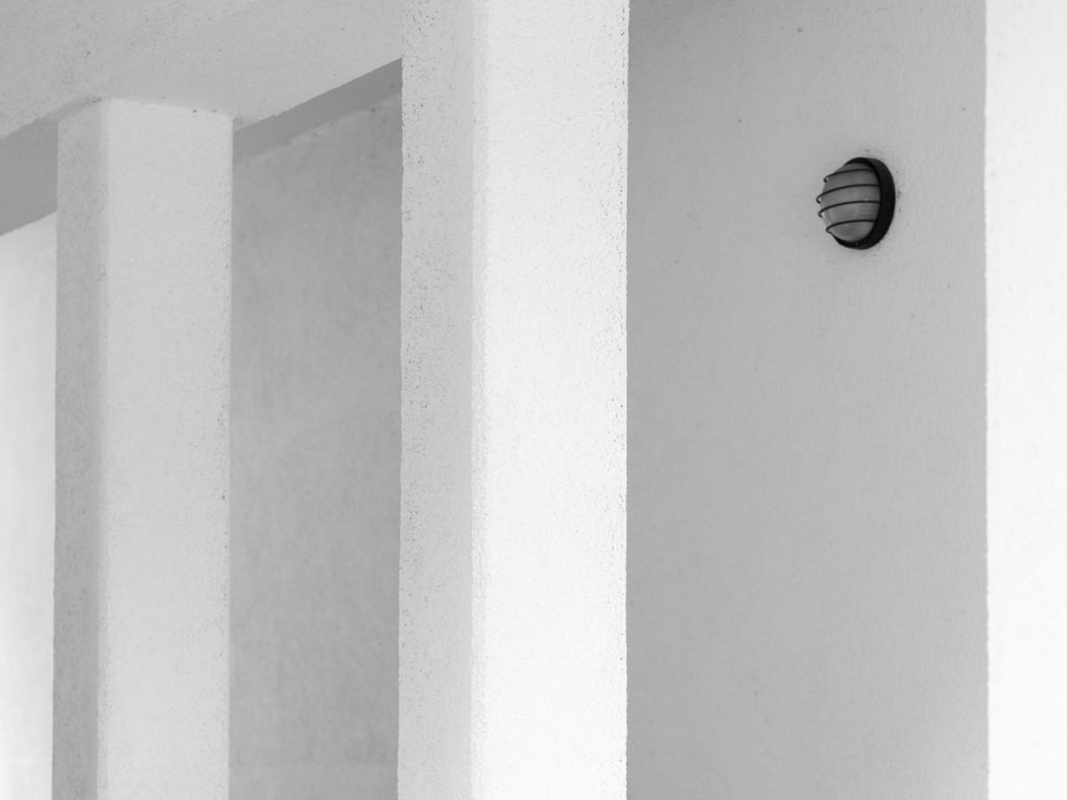 Fotos gratis estructura blanco techo columna for Disenos de interiores en blanco y negro