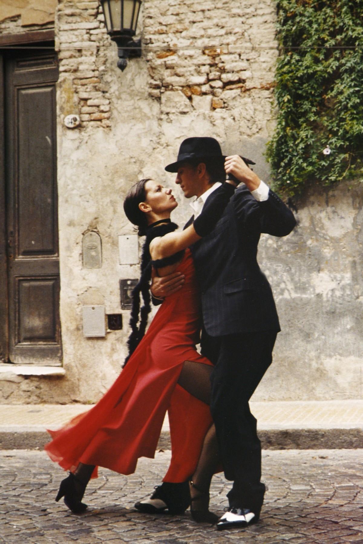 Картинки танцующих пар на красивых европейских улицах, днем рождения мама