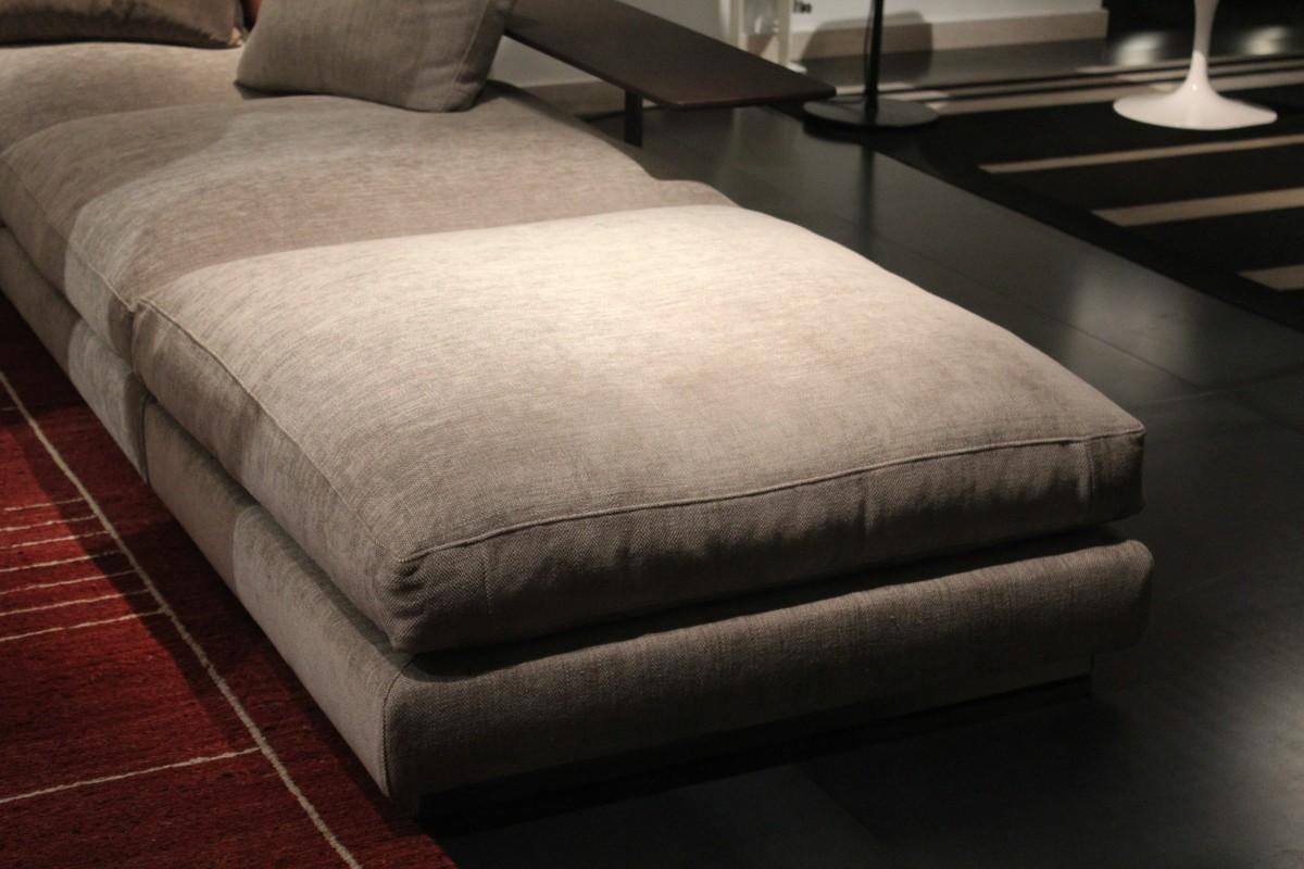 table chaise meubles chambre canapé oreiller canapé en tissu relaxation lit des places oreillers drap de lit cadre de lit Canapé studio sommier canapé-lit