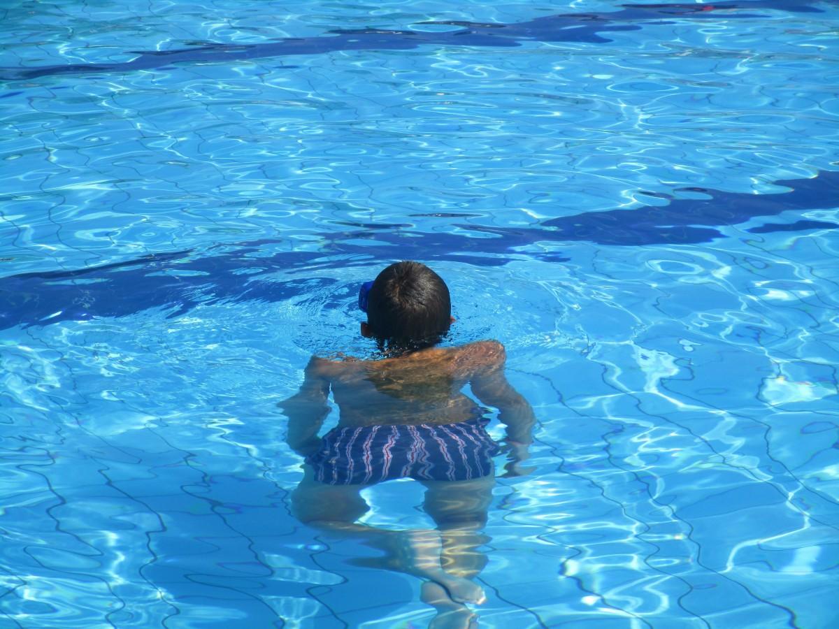 Immagini belle mare acqua tipo piscina sott 39 acqua blu nuoto gli sport sport acquatico - Acqua orecchie piscina ...