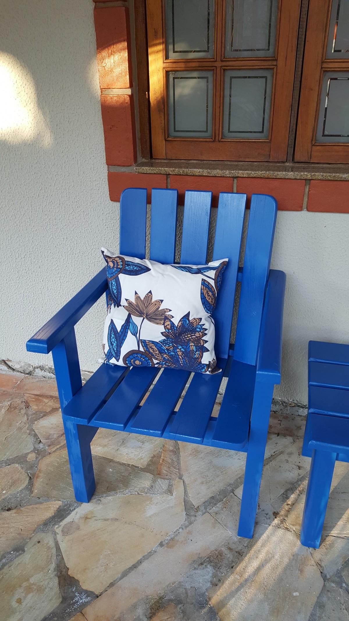表 木 椅子 地板 山寨 蓝色 家具 房间 人为对象