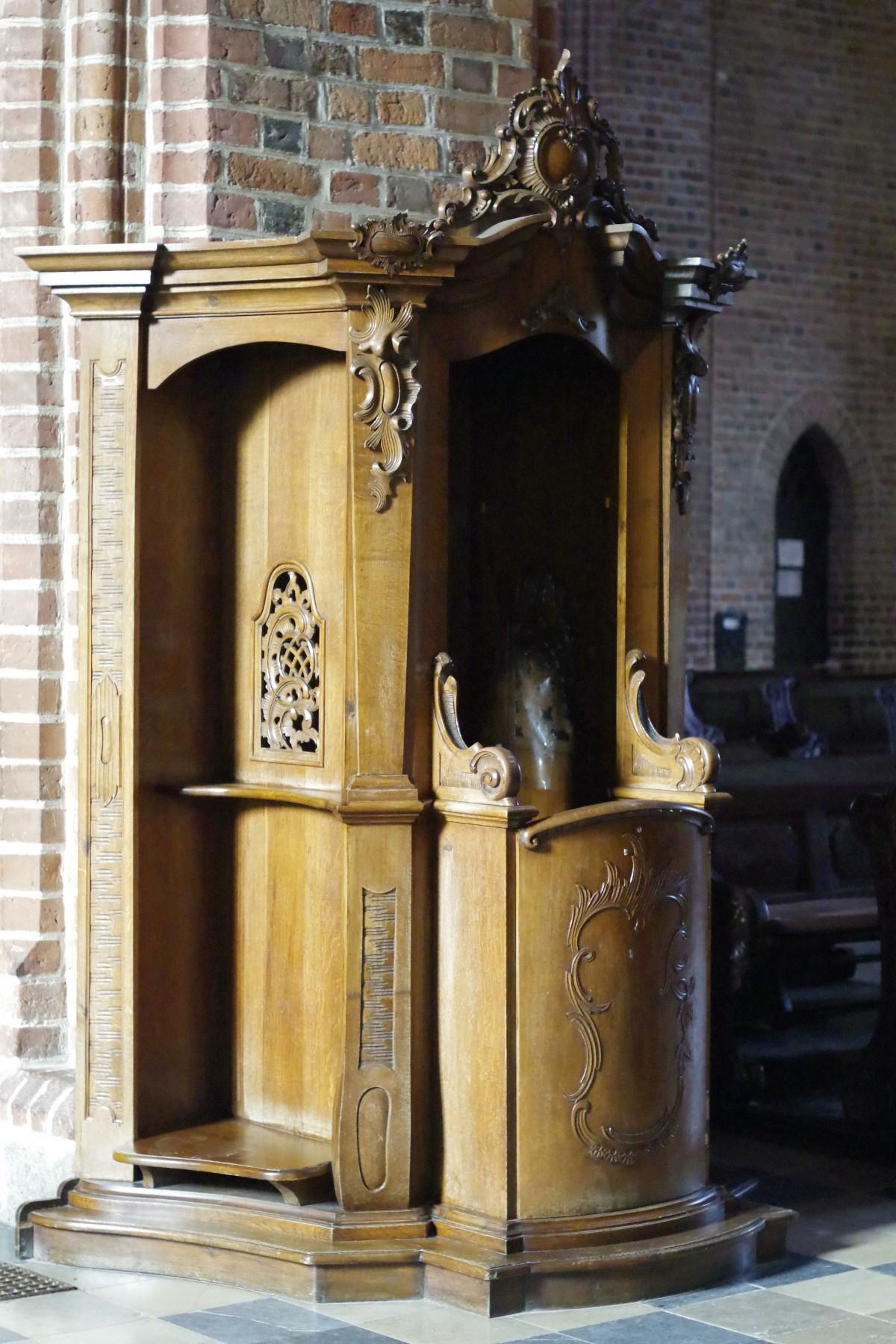 catholic confessional - 533×800