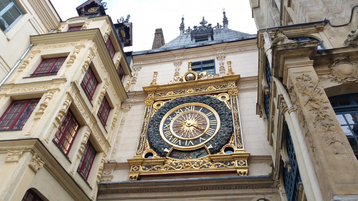 l'horloge bâtiment France la tour point de repère façade église cathédrale cadran lieu de culte tour de l'Horloge synagogue la Normandie Basilique moyen Âge Rouen Maison en bois histoire ancienne