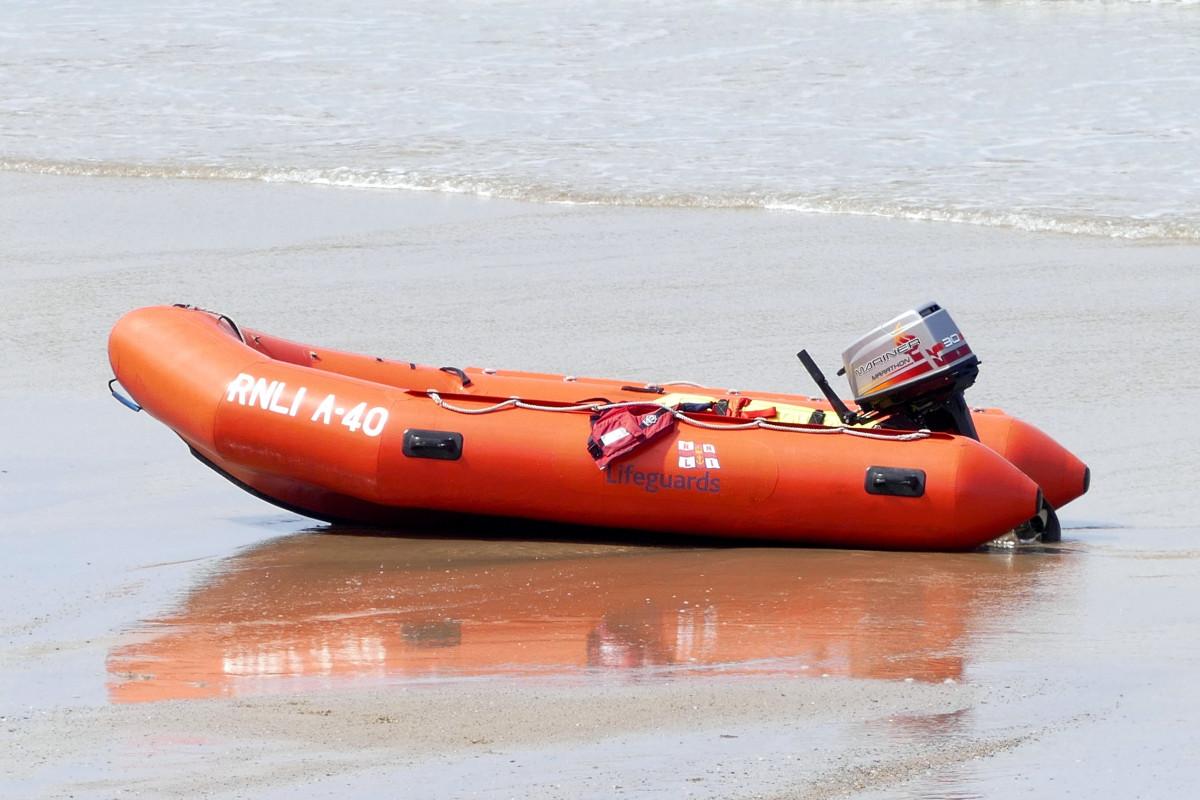 спасательные средства на моторной лодке