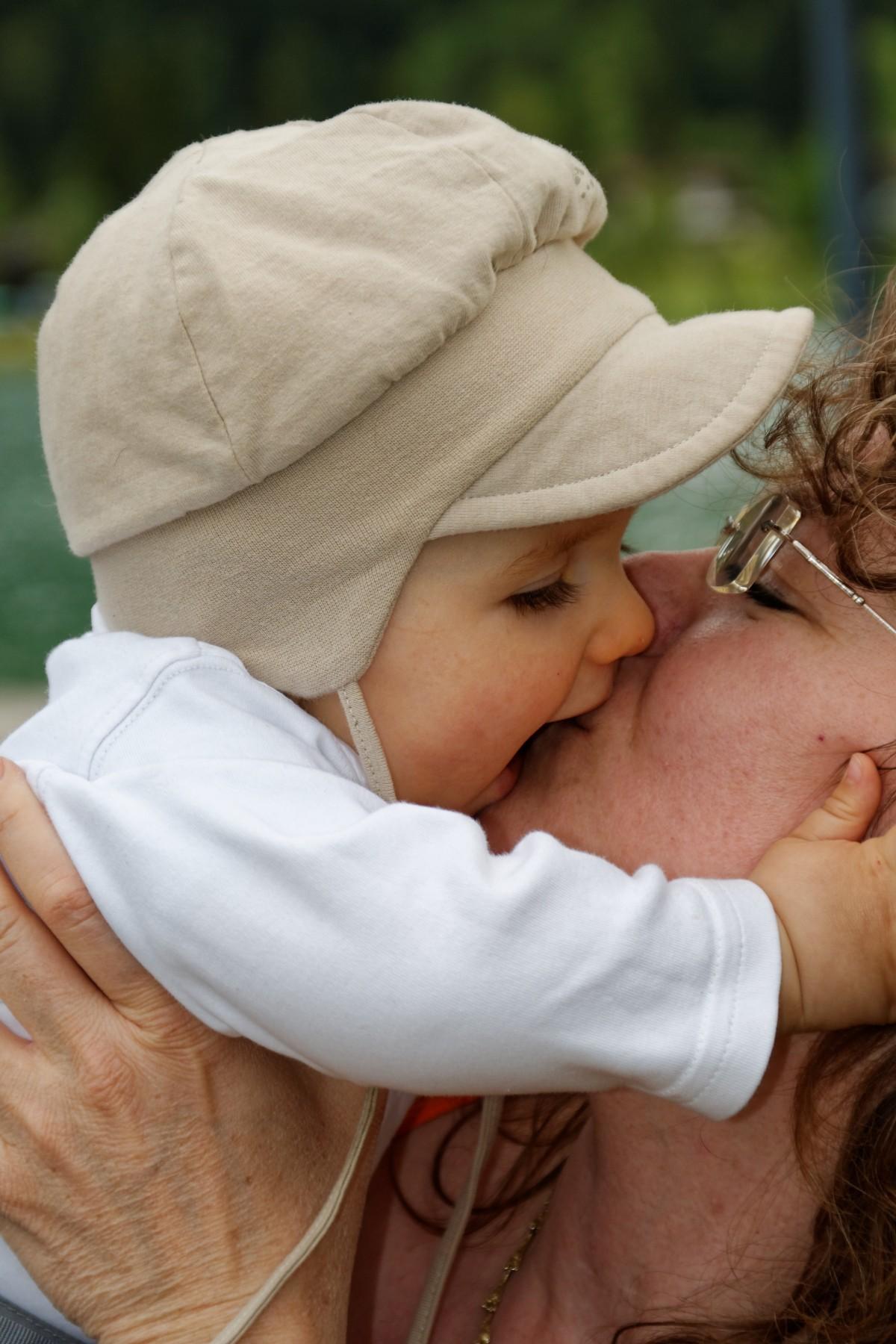 Дети целуются: картинки и фото дети целуются, скачать рисунок 2
