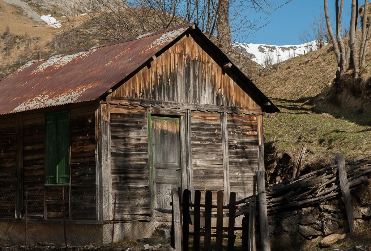 Images gratuites bois cabanon village chalet ruines for Extension maison zone rurale
