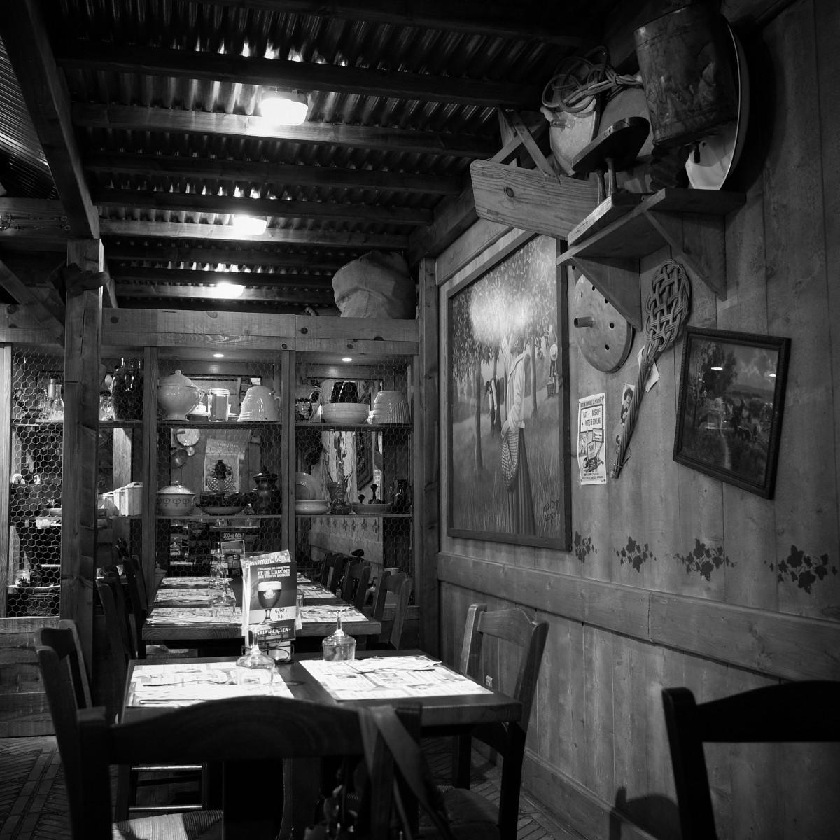 Fotos gratis en blanco y negro restaurante bar for Disenos de interiores en blanco y negro