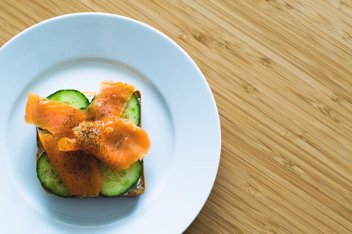 Gambar hidangan makan makanan merah menghasilkan for Resep canape sandwich