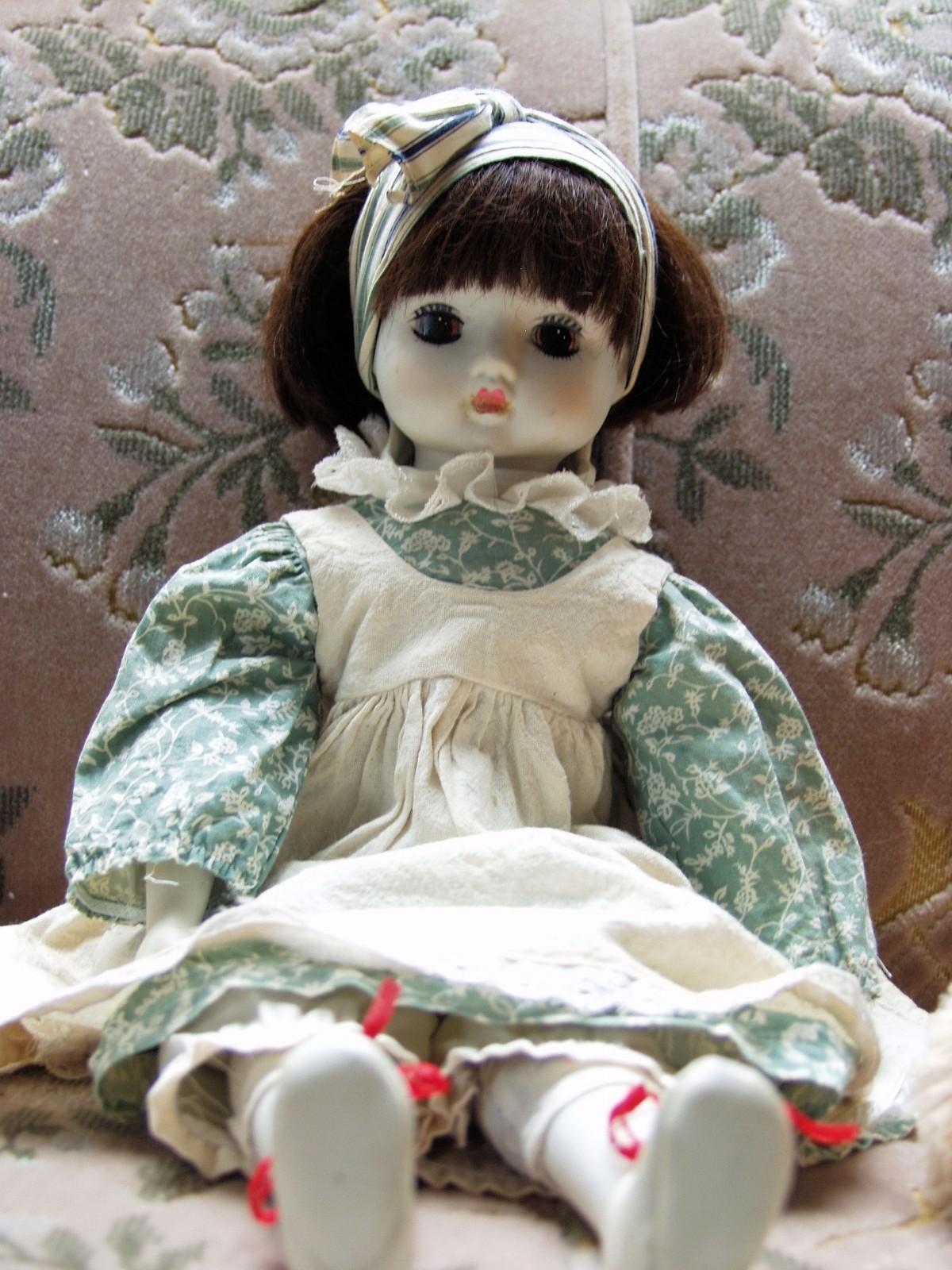Сидящая кукла картинки