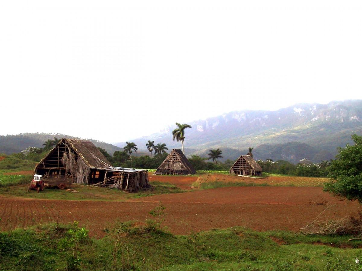 Fotos gratis monta a campo granja colina choza pueblo suelo cuba meseta rea rural - Casa rural la granja ...