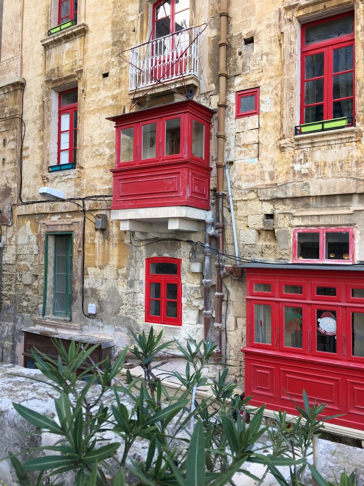 Images gratuites architecture route rue ruelle for Fenetre urbaine