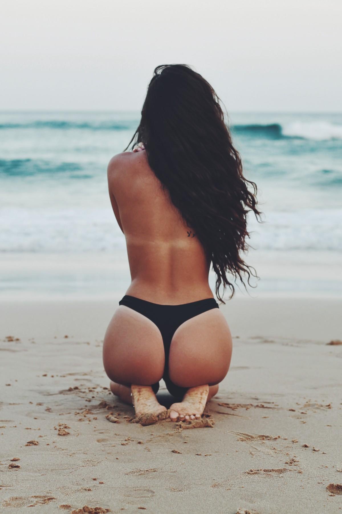 Topless sur la plage de tres beau gros seins a mater - 1 part 6