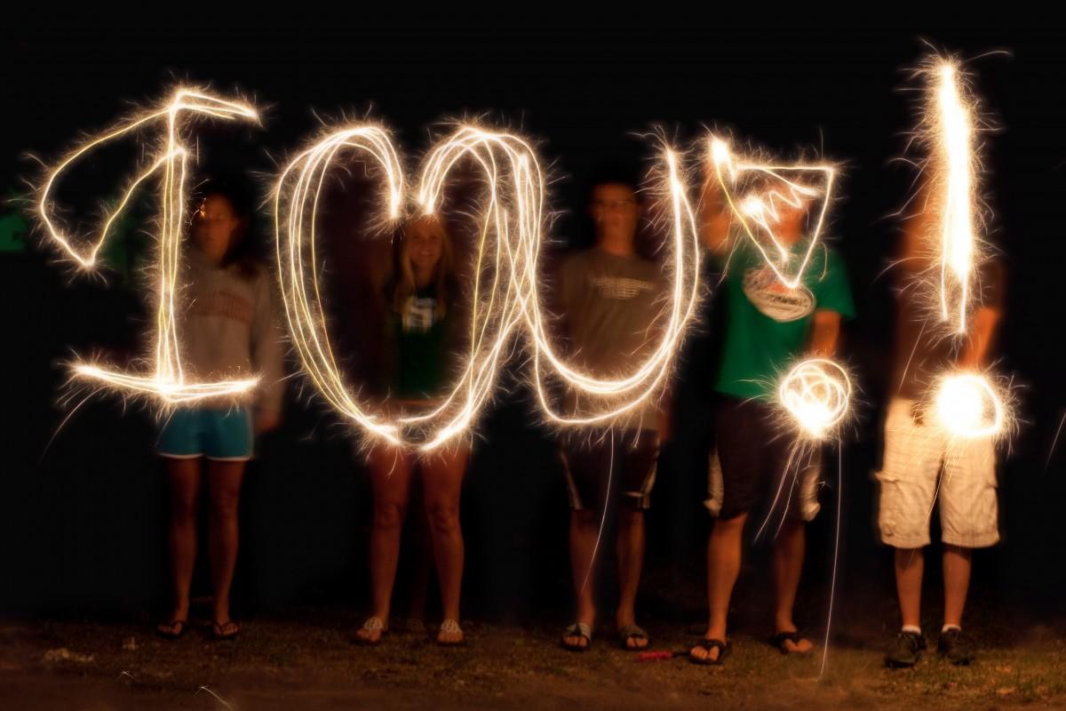 Gambar : penulisan, Bercahaya, malam, Kilau, perayaan
