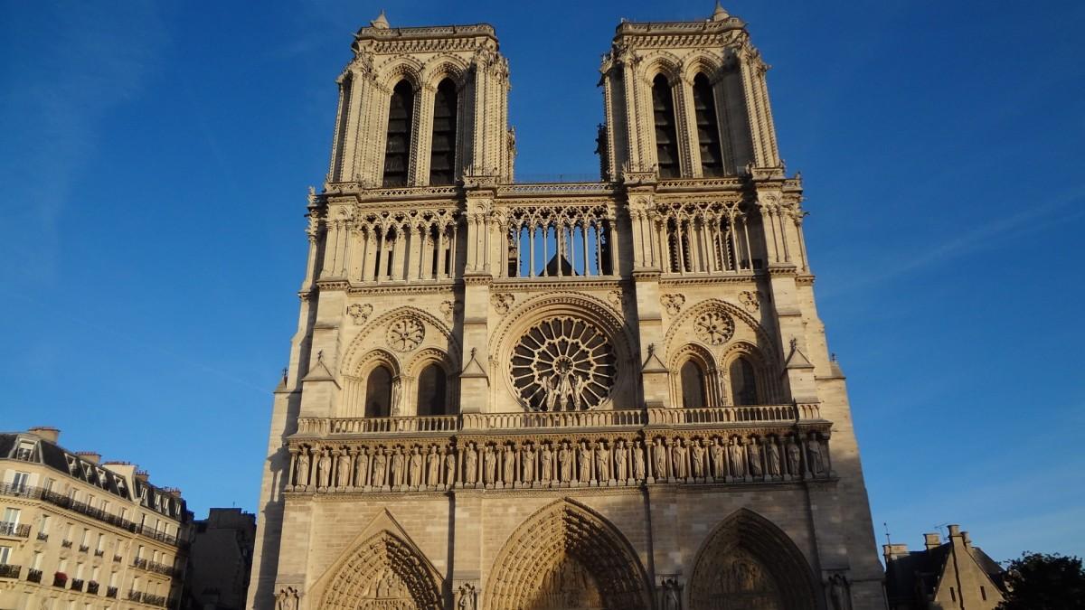 во франции готический собор снесли так думаю